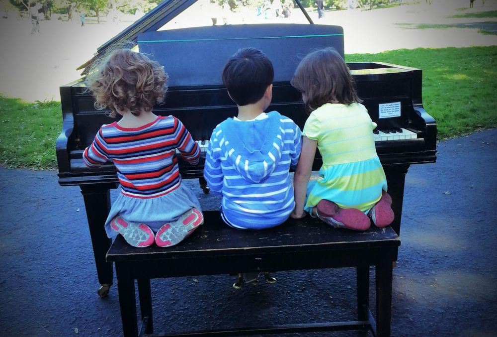 PittPa_3-Children-Play-Piano-in-the-Park_Photo_16x20