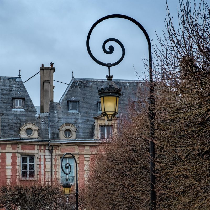 AllenRo-Streetlamp-Place-des-Voges_PhotoArt_13.5x13.5