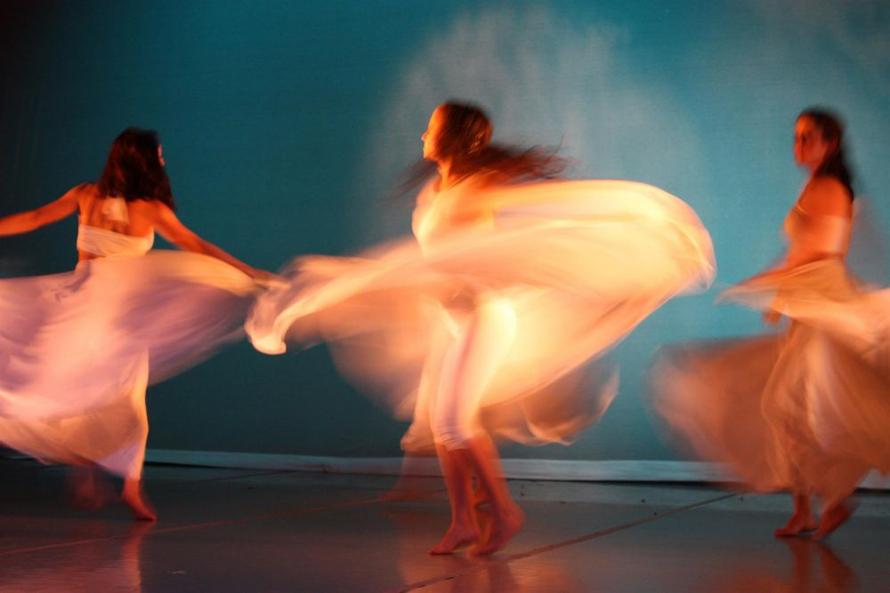 VanZandtVi_Dancers-in-White_Photo_21x27