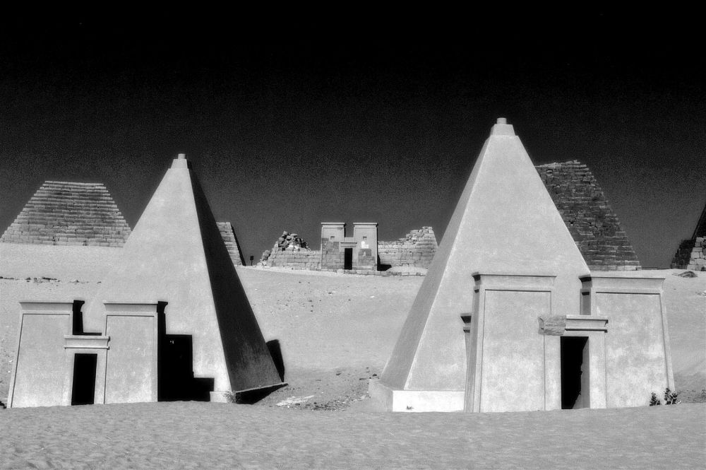 NedeauJa-Two-Pyramids-and-Three-Entrances_PhoArt30x40