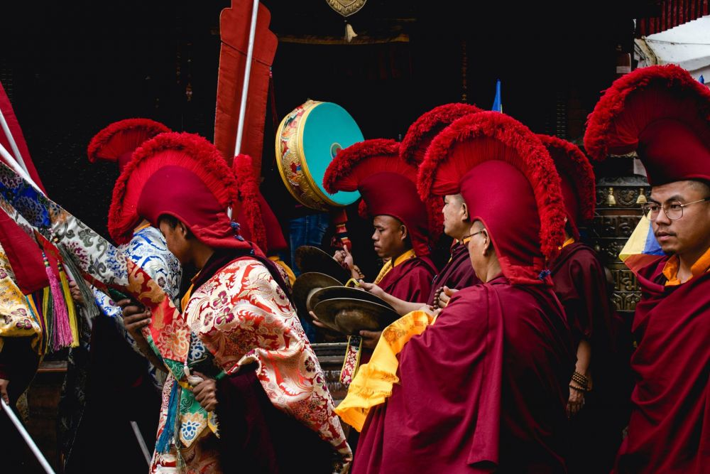 LeshnovMa-Parading-Monks_Photo_14x18