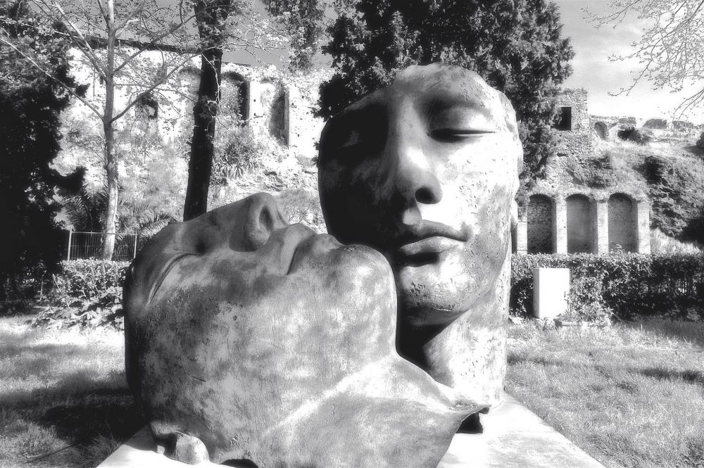 NedeauJa-Two-Head-Sculptures-in-Pompeii_Photo_24x36