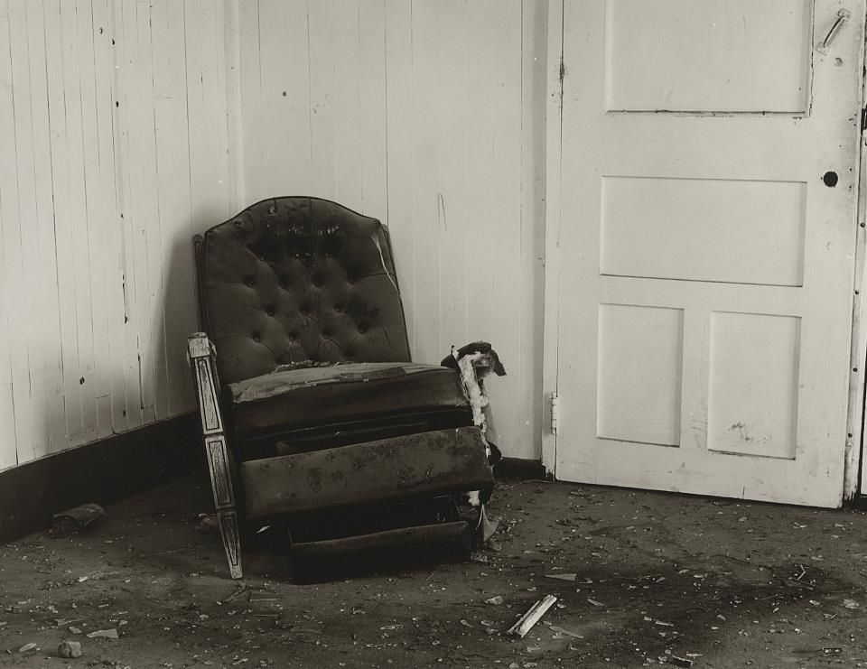 dellaGiordanoRo-Old-Chair_Photo_24x26