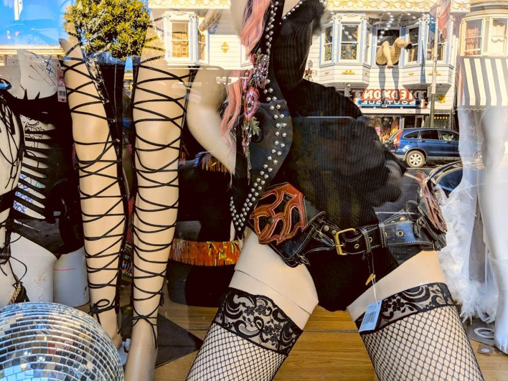 PittPa-Window-Shopping-on-Haight-Street_1