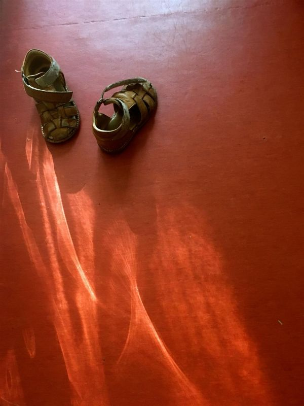 HoefgenJi-Shoes-on-Red_Photo_16x20