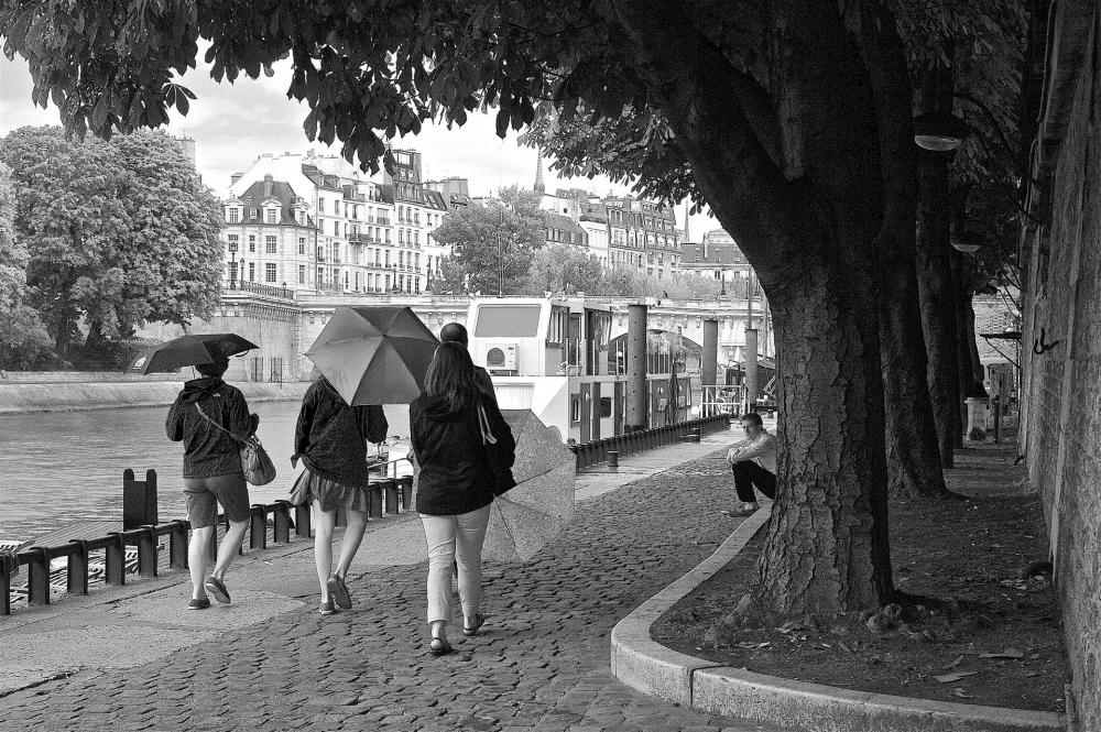 NedeauJa-Paris-Girls-with-Umbrellas_20x24