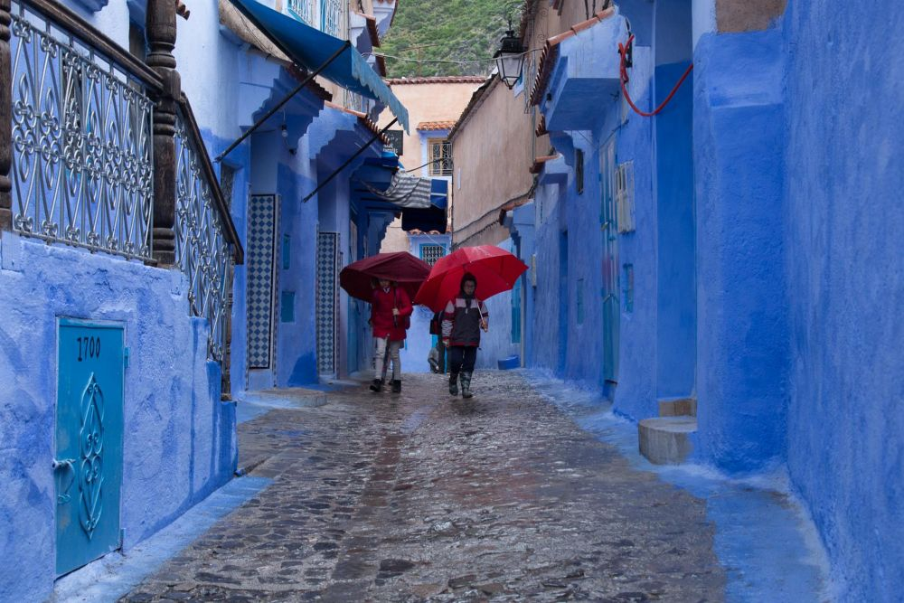 JacobusCa_Red-Umbrellas-in-a-Blue-City_Photo_18x24